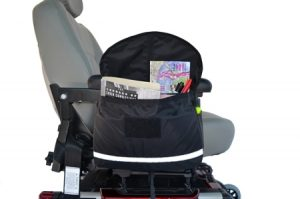 cdcb2121-deluxe-saddle-armrest-bag-demo-open-w