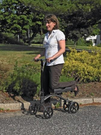 cdm790-knee-walker-in-use