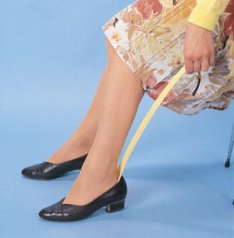 long-handle-shoe-horn-demo-3w